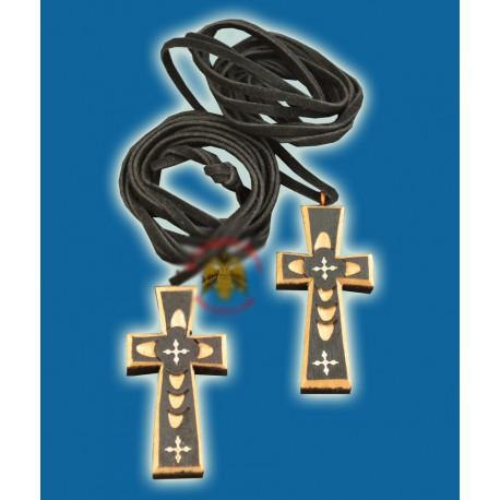 Dřevěný vyřezávaný kříž na krk