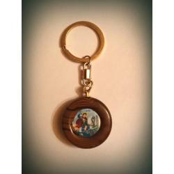Klíčenka se sv. Jiřím na dřevě